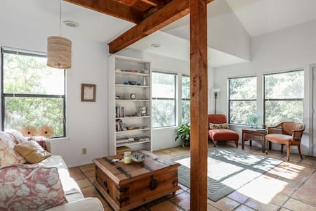 Charming Hill Country Cottage - Single Night Stay - House