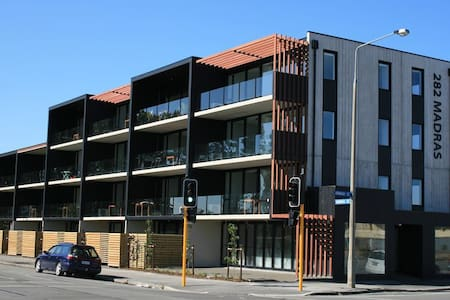 Sunny Modern Central City Executive Apartment - Christchurch - Pis