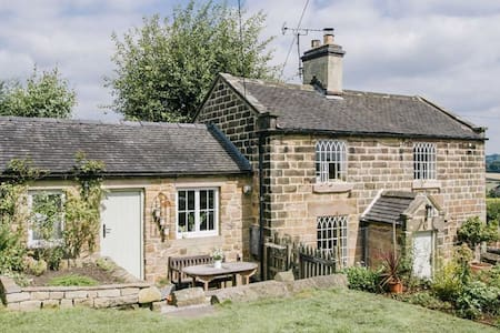 Yew Tree Cottage. - House