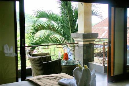7 Bedoom Villa  + Staff @ Kusamba - Huvila
