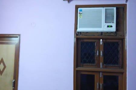 1 room(Attach bathroom) in 3 BHK  - Nueva Delhi - Departamento