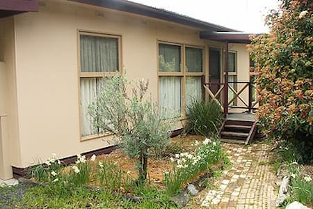 Cosy 3 BR with Carport Parking - House