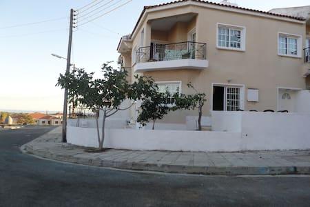 Warm Bright Home Close to the Beach - Mazotos