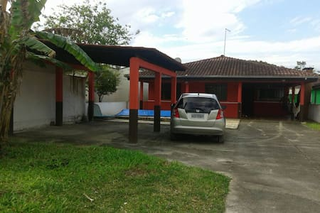 Amplo quintal ,7q do mar, +.- 500m - House