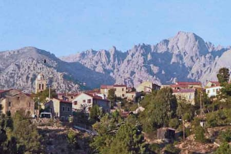 Maison de village typique Corse - House