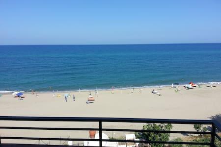 casa vacanze fronte mare - Lejlighed