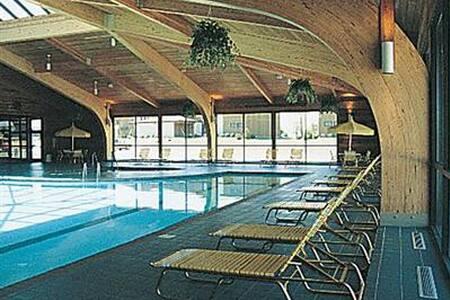 Fox Hills Resort - 1,2 & 3 Bedrooms