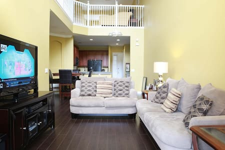 Inviting Relaxing Queens size ROOM!