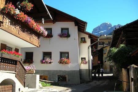 LA CASETTA - LA MONT DA GRIES  - Dolomiti - Canazei