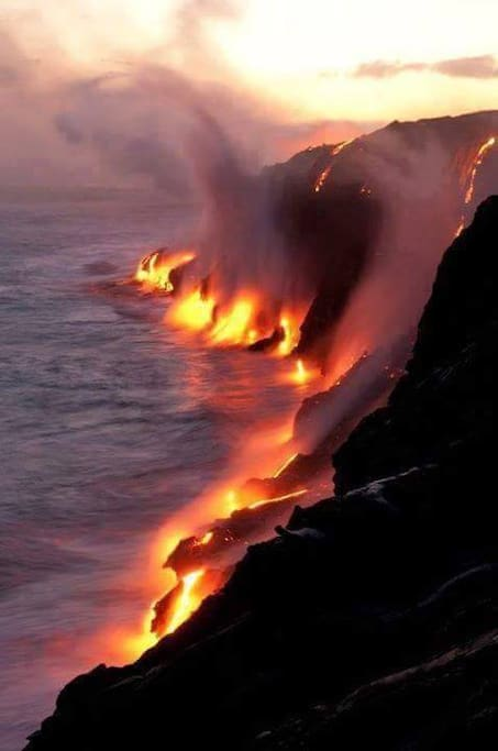 ALOHA! Come enjoy the EPIC views of Live Lava flowing down the volcano & into the sea...