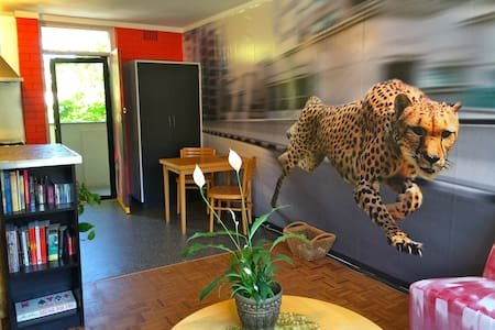 The Cheetah Cave ~ close to CBD  - Appartamento