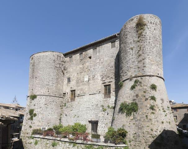 Castello di Ronciglione I Torrioni - Castle