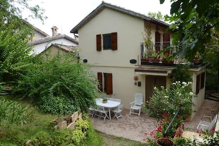 Casa di campagna nel borgo di città - San Severino Marche - Maison