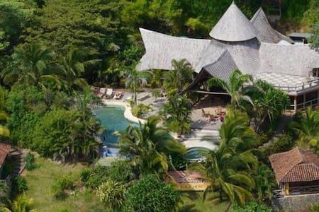 El Sabanero Eco Lodge - Bed & Breakfast