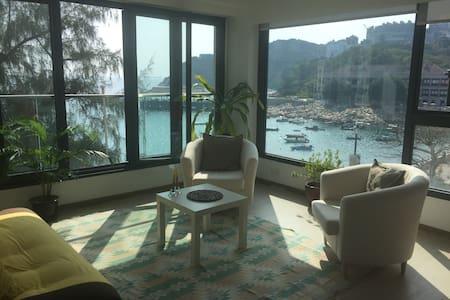 Sunny Waterfront Hong Kong Flat - Hong Kong - Lakás