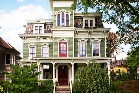 Charming Victorian in Hudson NY - Hudson