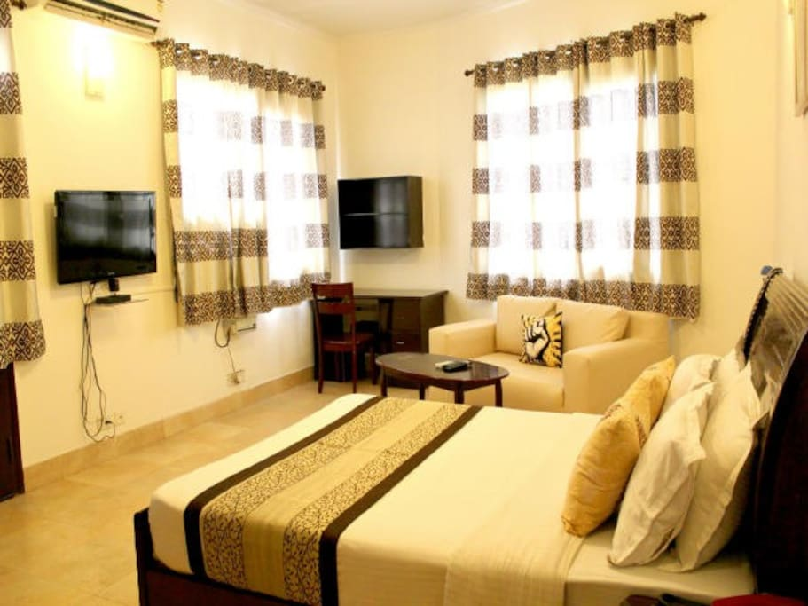 Fully loaded Studio Apartment with Living Area and private kitchen, ideal for short & long stays in Gurgaon!