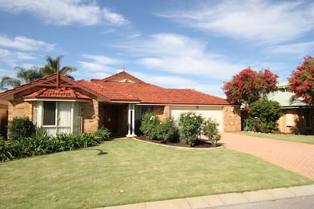 Parkview Residence (Free Wi- Fi) - Canning Vale