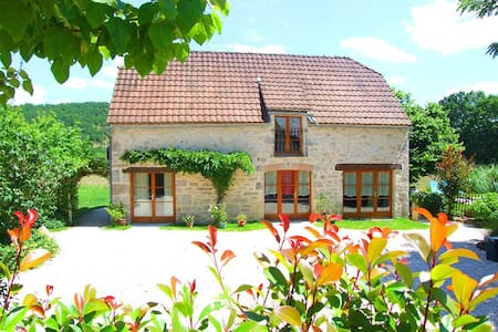 Laborie Barn, sleeps 4,+pool - Haus