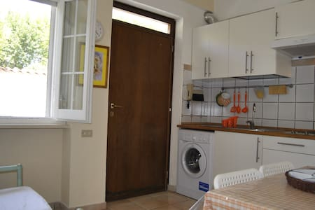 Apartament with courtyard (Station) - Trevi - Apartment