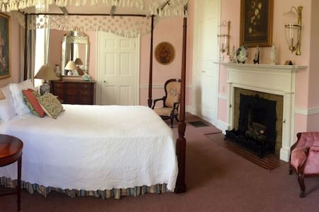 Varina Howell Suite - Bed & Breakfast