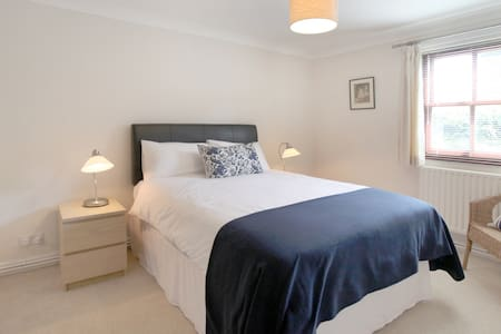 Modern 1st floor apartment - Wilmslow