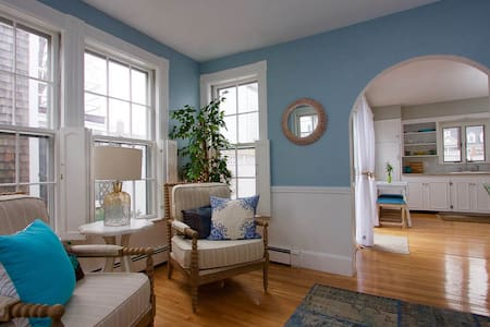 Lovely 2BR,Bright & Cheerful DowntownPrivateGarden - Newburyport - Sorház