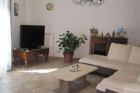 Très belle villa au calme et tout près des plages - Agde - House