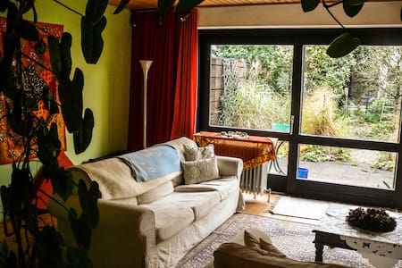 1-5 Zimmer in ruhiger Lage - House