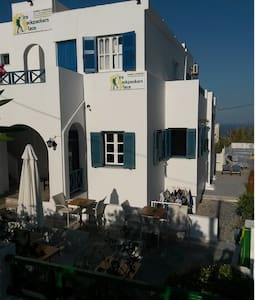 Fira backpackers place private 2pax - Thera - Apartment