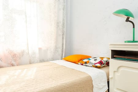 Fresh clean room 10 min from Taganskaya - Apartment