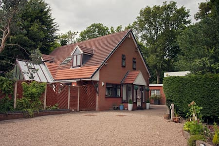 Woodlands, Solihull - Bed & Breakfast