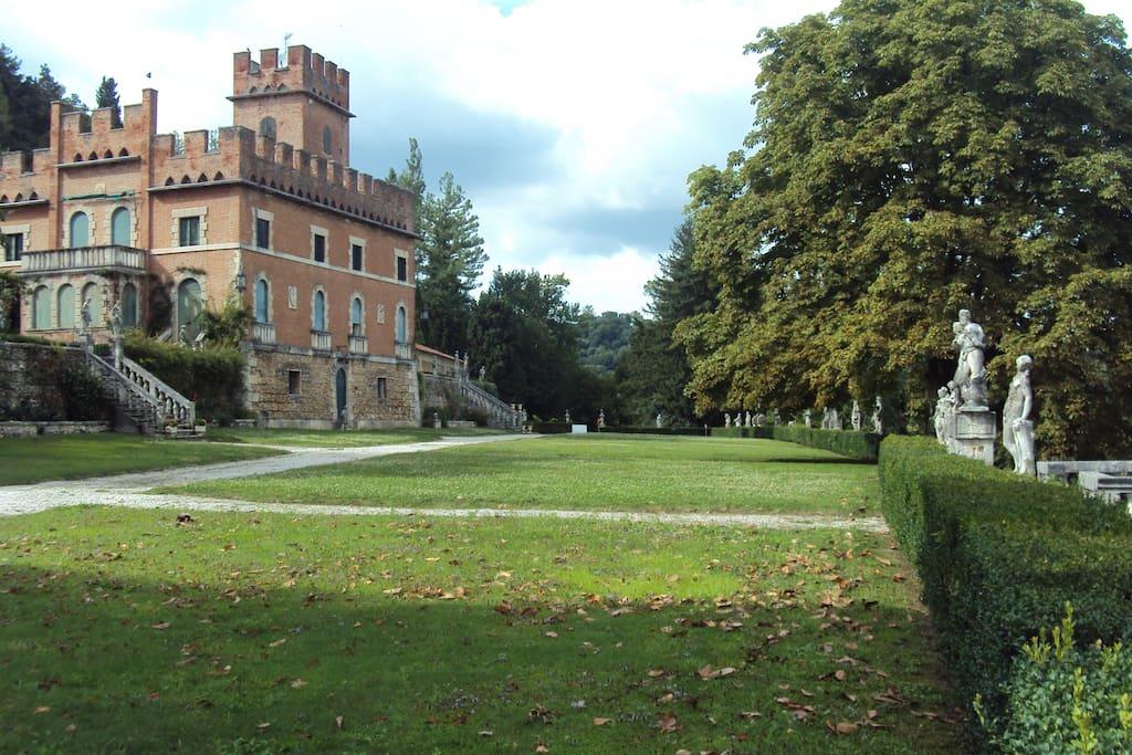Il castello Scola Camerini e il parco