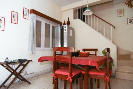 Large, airy, quiet room South Delhi - New Delhi - Bed & Breakfast