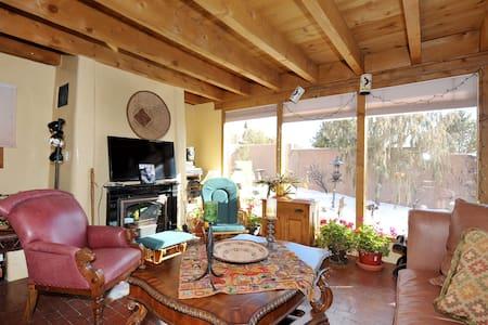 Location! Quiet!Amazing  views! - Santa Fe - Casa