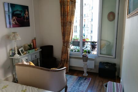 Typical parisian flat - peaceful
