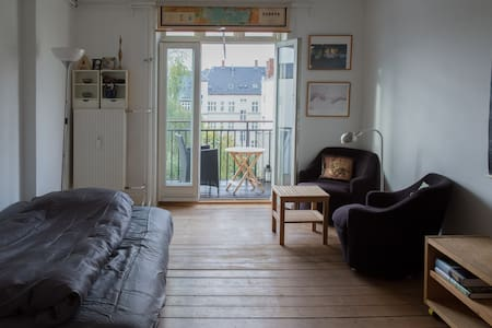 Close to downtown, Vesterbro, Nørrebro, Frederiksberg. Metro nearby.  Secluded street and high up, no traffic-noise. 3 bedrooms all with dobb.beds, kitchen, bath, hallway and a balcony.