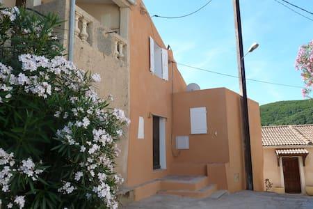 Maison de famille dans village typique et calme - Tomino - Appartement