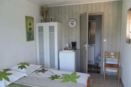 ROOM (sep.acces) + private bathroom - Ev