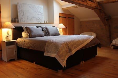Suite de luxe au château Puygrenier - Villefranche-de-Lonchat