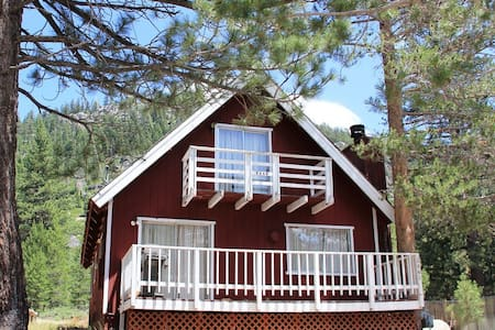 Red Mountain Cabin: Classic look, modern amenities - South Lake Tahoe - Chalet