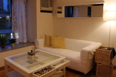 A bright cozy room in the heart of Soho - Hong Kong - Apartment