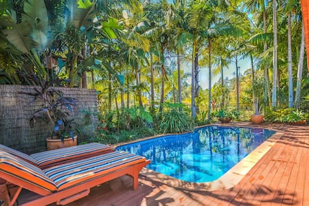 Secluded tropical oasis only 10 minutes from Noosa - House