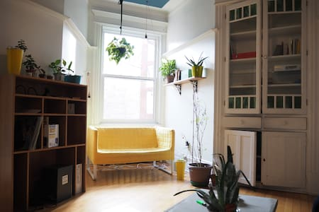 Nice bedroom in Mile End ! - Montreal