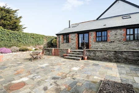 Spacious cottage in Mortehoe - Maison