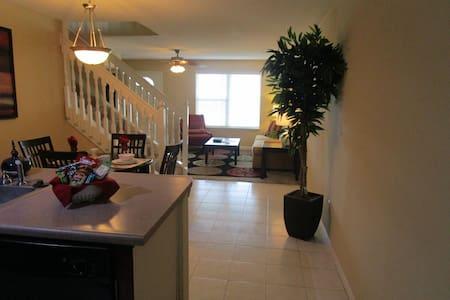 Fully Furnished 2 bedroom 2 bath at Plaza at OP - Apartamento