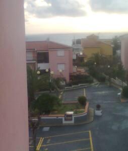 Appartamento panoramico 50mq con posto auto - Apartemen