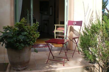Chambre de charme sur jardin, au calme, proche RER - Neuilly-sur-Marne