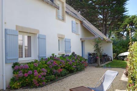 Villa contemporaine proximité plage - House