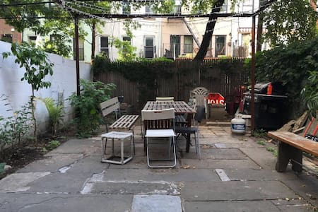 Private 1 bedroom and backyard! - Brooklyn - House